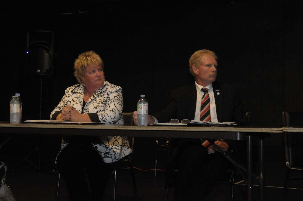 South Dundas mayoral candidates Evonne Delegarde and Steven Byvelds listen to a question from the audience. (Cornwall Newswatch)
