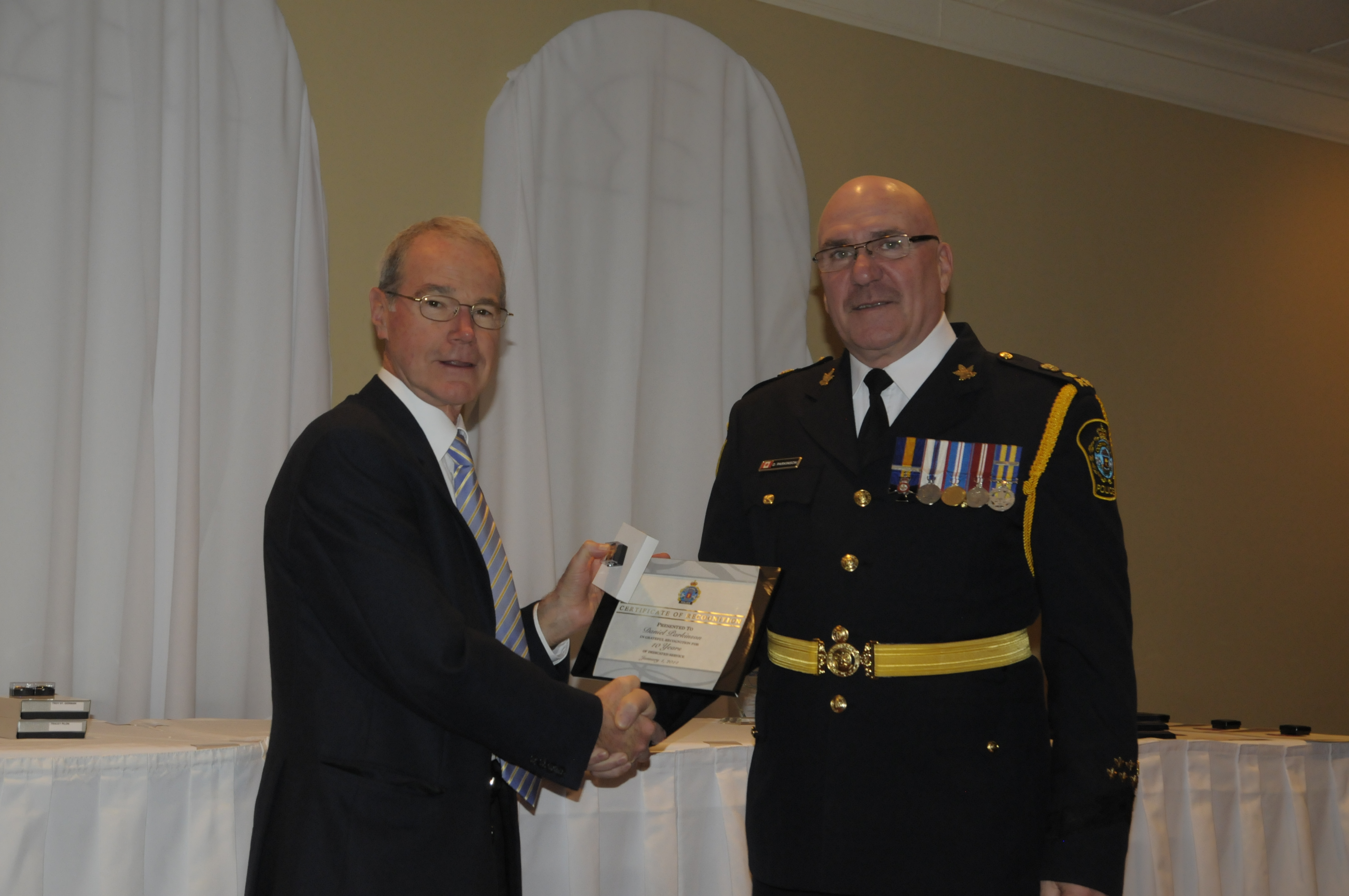Cornwall Police Chief Dan Parkinson receives his award for 10 years of service. Cornwall Police Services Board Chairman Pat Finucan (left) presenting. (Cornwall Newswatch)