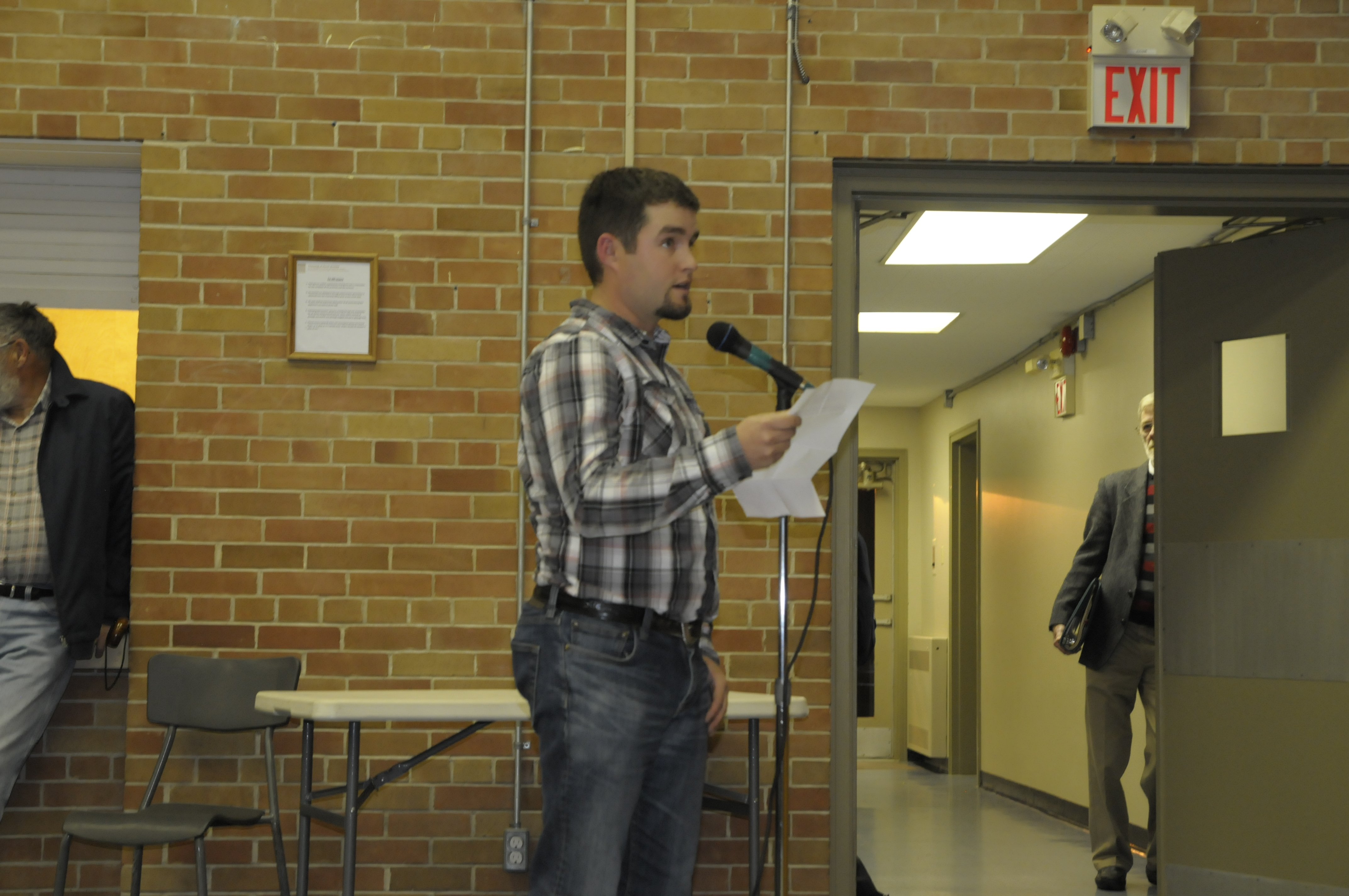 Glen Becker farmer Warren Schneckenburger questions council candidates on their support for a grain terminal project on Lakeshore Dr. during the all-candidates debate Oct. 21 in Iroquois. (Cornwall Newswatch)