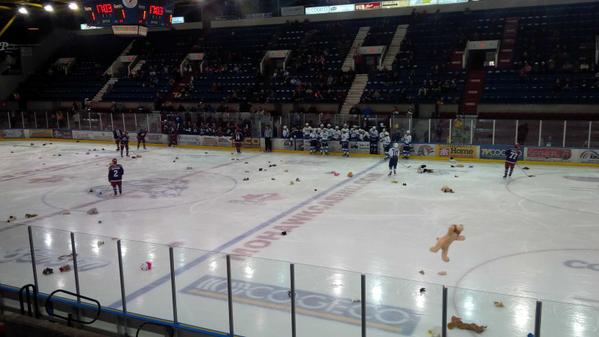 Colts-TeddyBearToss-Nov2714-KevinLajoie