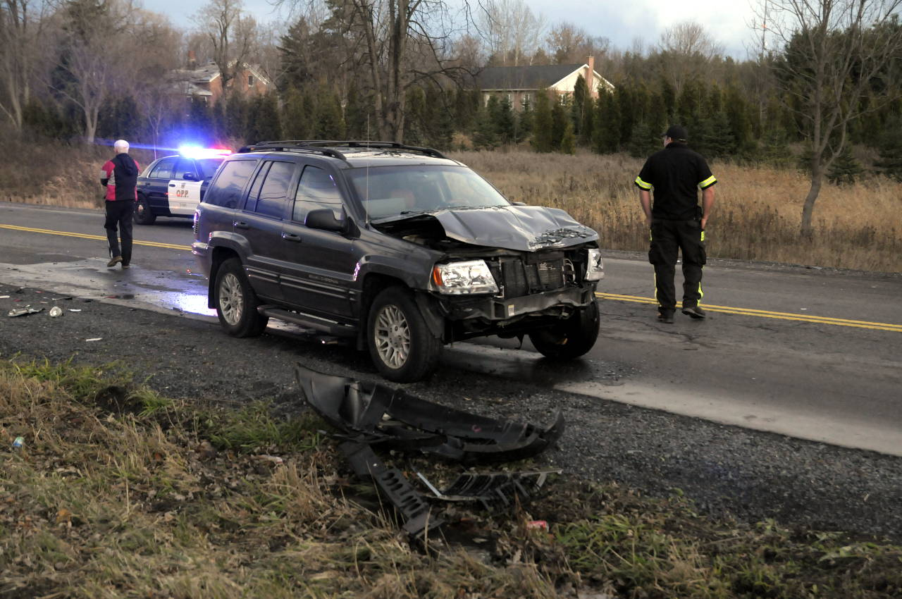 This Jeep Grand Cherokee was involved in a three-vehicle crash on Cornwall Centre Rd. on Nov. 24, 2014. (Bill Kingston/Cornwall Newswatch)