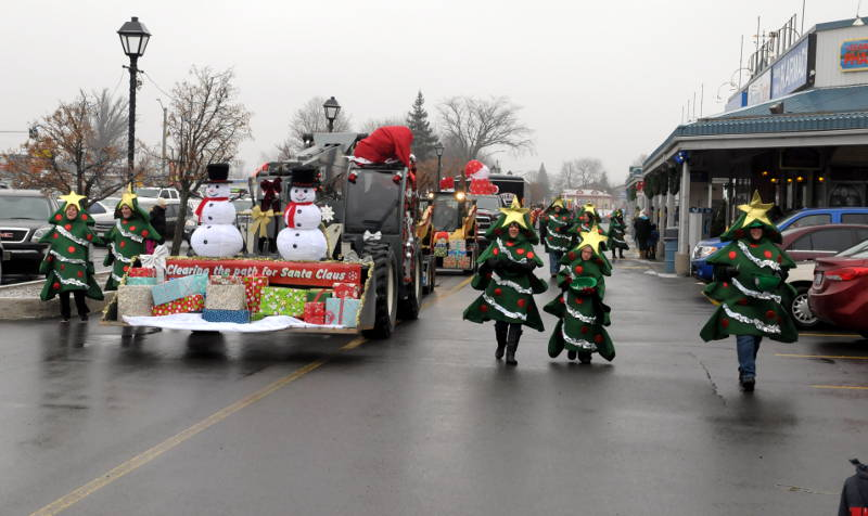 Morrisburg-Santa-Parade-Dec0614-05-Edited