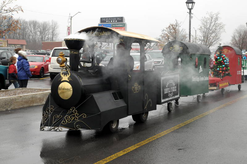 Morrisburg-Santa-Parade-Dec0614-15-Edited