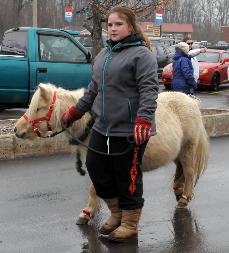 Morrisburg-Santa-Parade-Dec0614-48-Edited