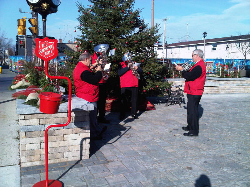 Salvation Army – Performs – IMG02202-20121122-1247-Edited
