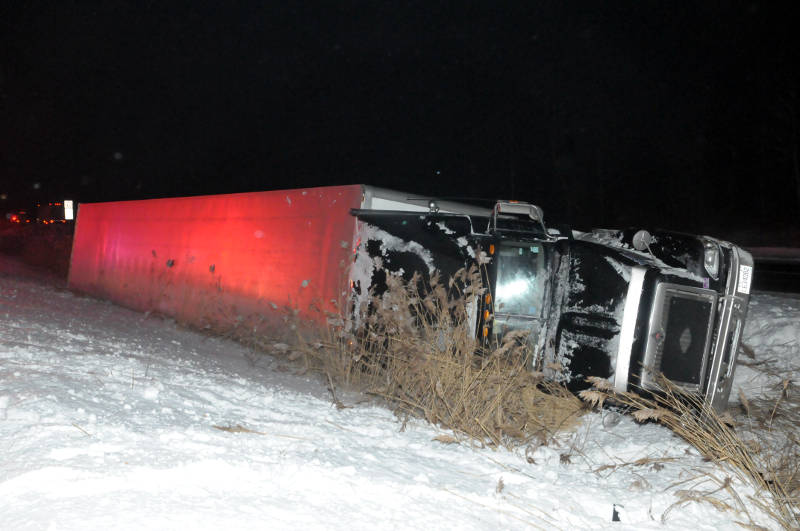 Tractor-Trailer-Crash-01-Feb0215-Edited