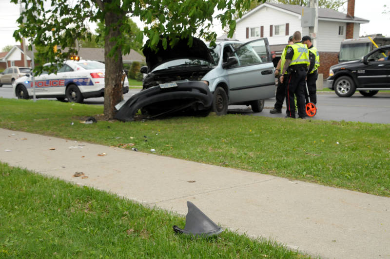 Single Minivan Crash Second East  May1215 Edited