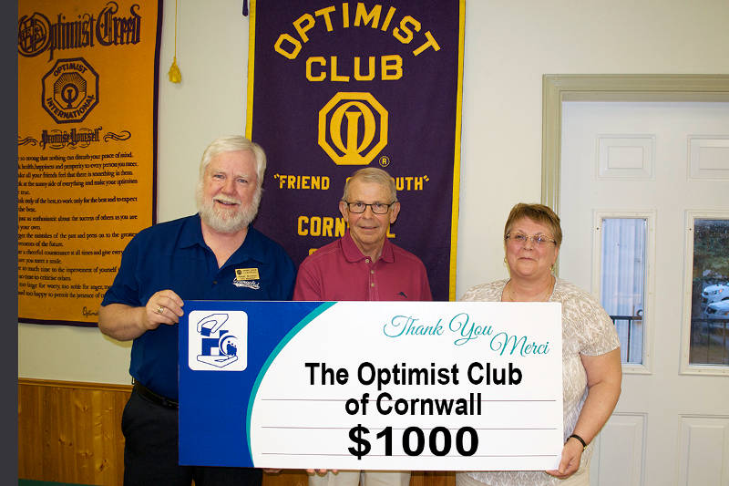 Anita Tremblay, President of The Optimist Club of Cornwall, presents a $1,000 cheque to Dale McSween, Treasurer of the CCH Foundation Board of Directors. The money is going toward the chemotherapy program. (Photo/Cornwall Hospital Foundation)