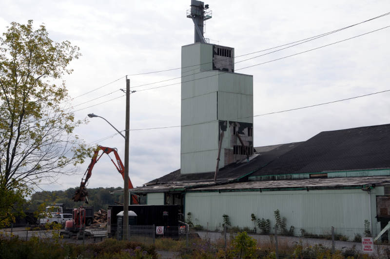 A demolition crew loads some rubble into a truck on Sept. 29, 2015 as demolition of the SynAgri plant on Frontenac Street in Cornwall, Ont. got underway this week. The operations have moved to Chesterville, Ont. in a newly expanded facility there. (Newswatch Group/Bill Kingston)