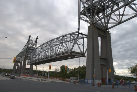 Lowering North Channel Bridge Arch 01 Sep3015