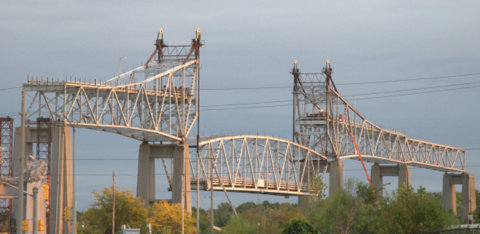 Lowering North Channel Bridge Arch 02 Sep3015