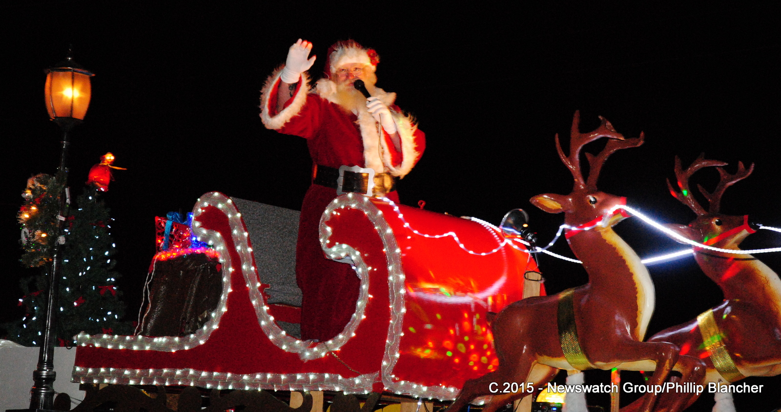 The man of the hour at the Cornwall Santa Claus Parade on November 21, 2015 (Newswatch Group/Phillip Blancher)