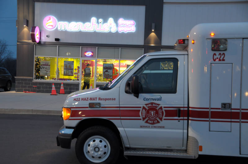 The Cornwall Fire Department's Haz-Mat unit sits outside Menchie's frozen yogurt in Cornwall, Ont. Dec, 10, 2015 after a report of a suspicious package. The package has been seized for further testing. (Newswatch Group/Bill Kingston)