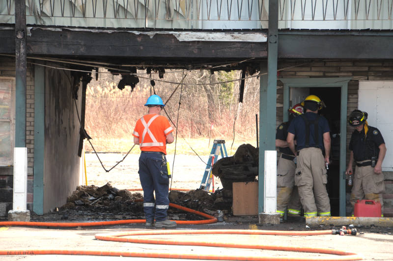 Cornwall Fire Department Platoon Chief Pierre Baril (red helmet) surveys the damage from a mattress fire Thursday, April 21, 2016 at the Cornwall Lodge & Inn on Vincent Massey Drive in Cornwall, Ont. (Newswatch Group/Bill Kingston)
