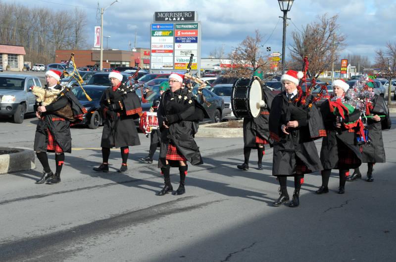 morrisburg-santa-parade-dec0316-03-edited