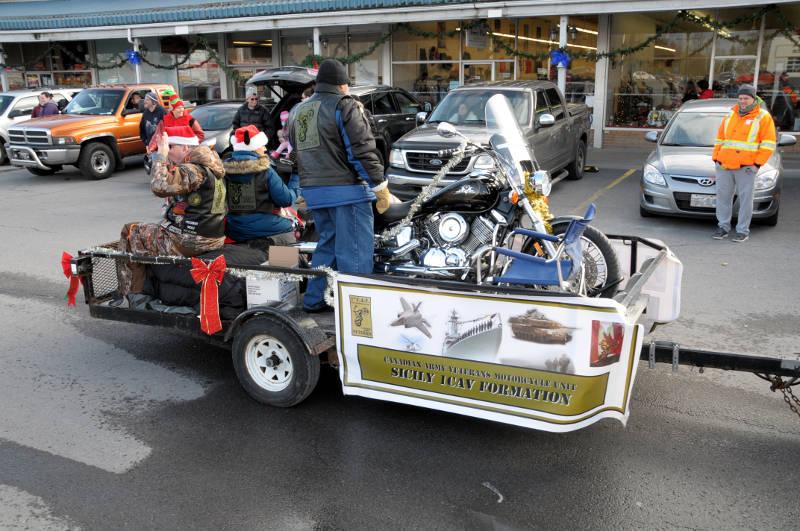 morrisburg-santa-parade-dec0316-08-edited