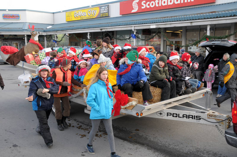 morrisburg-santa-parade-dec0316-17-edited