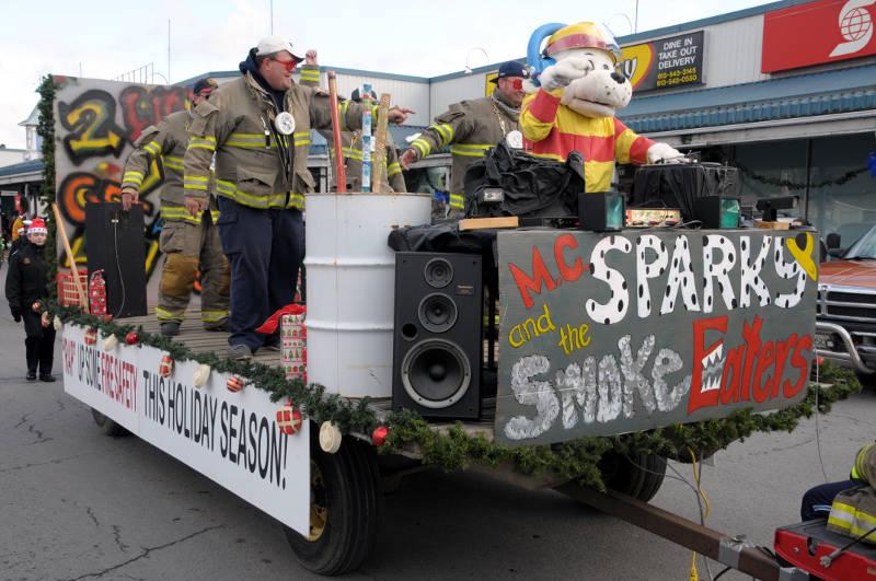 morrisburg-santa-parade-dec0316-27-edited
