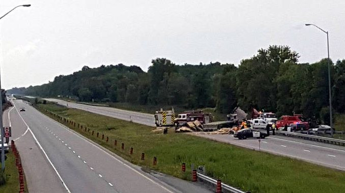 Truck tips over on Highway 401 – Cornwall Newswatch