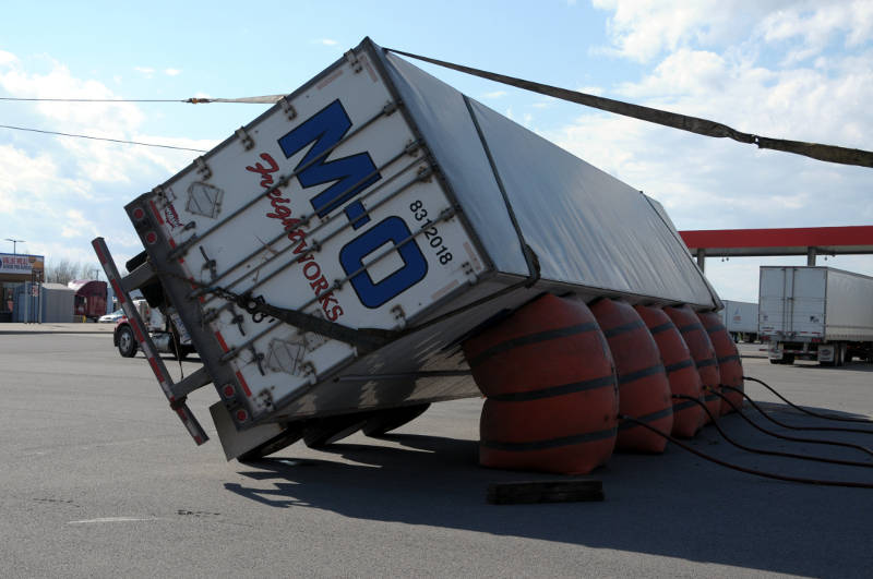 Truck tips over in Boundary Road parking lot – Cornwall Newswatch