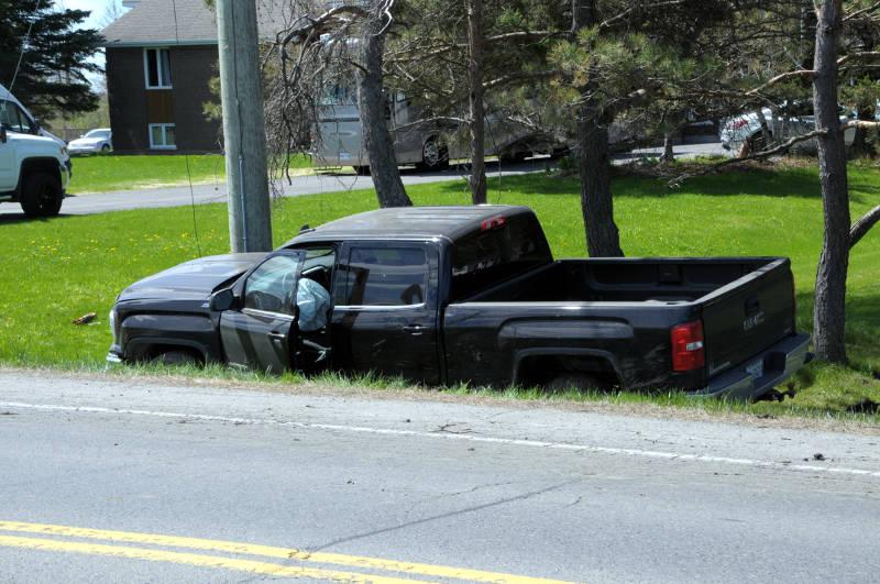 Pickup Truck Crash CR19 May118 01 Edited
