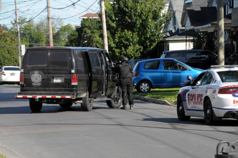 Police Standoff Carleton Aug2318 01 E