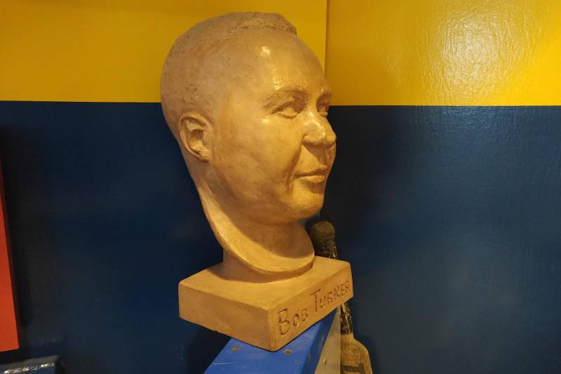 Bob Turner Bust Mar0420 E