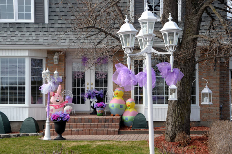 Easter Display Daisy Street Apr0420 E