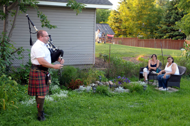 Bagpipes Newington Aug1320 01 E